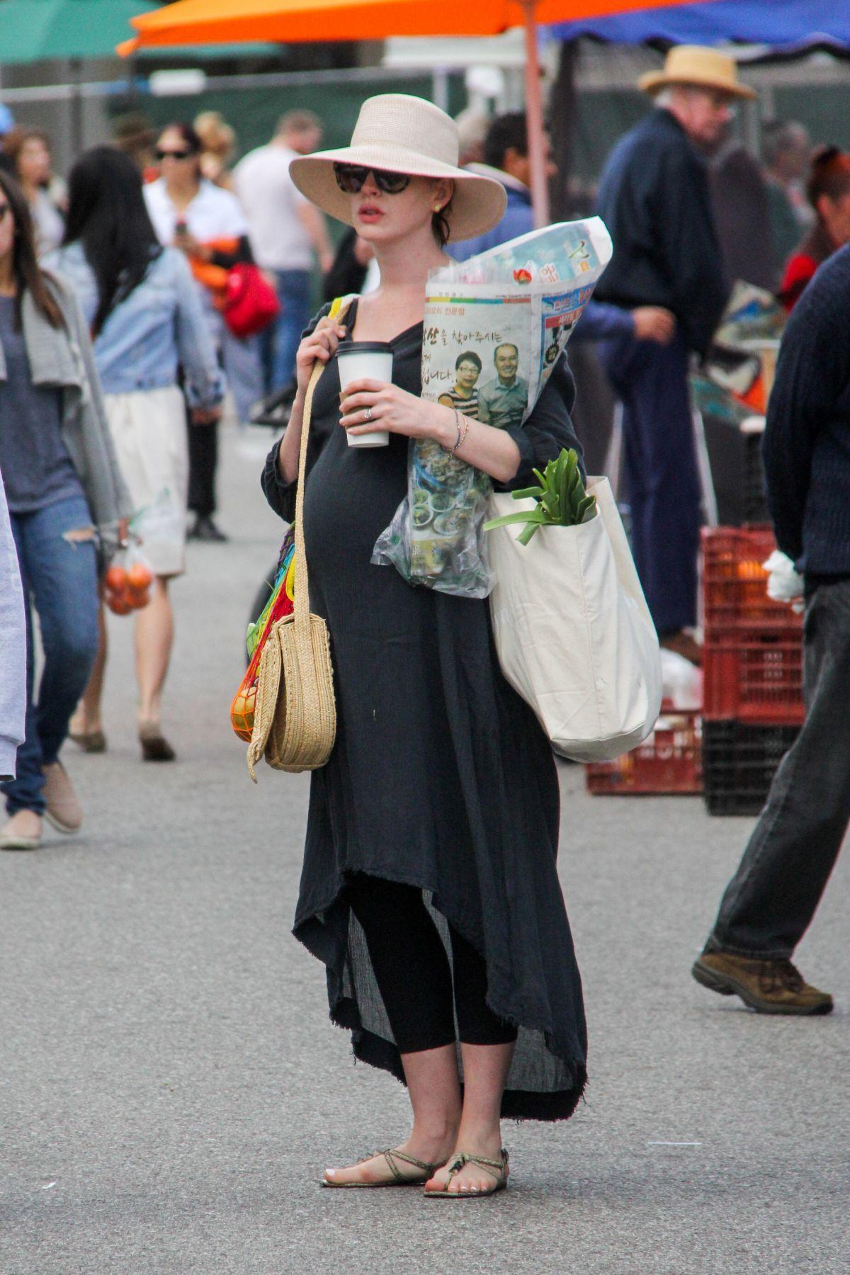 Pregnant Anne Hathaway (1200×1800)
