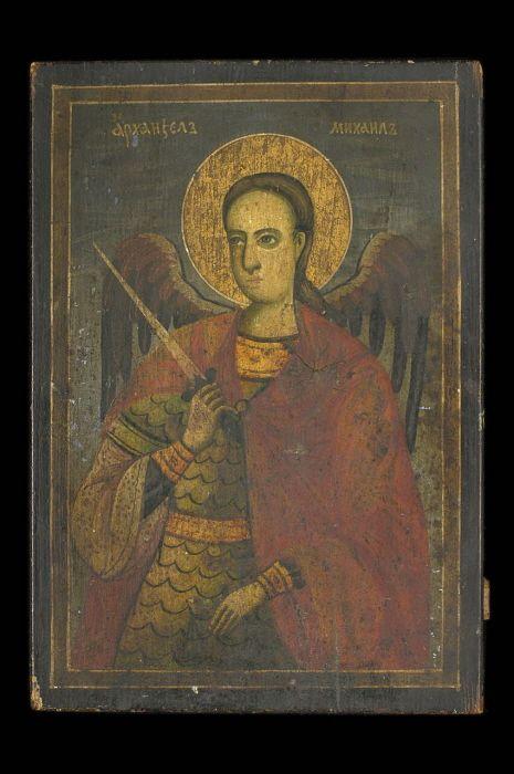 Peinture sur bois et dorée   Saint Michel en buste, la tête de trois