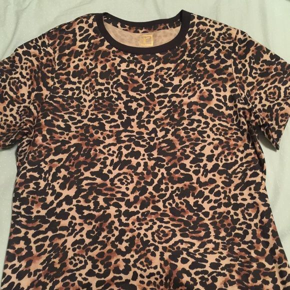Retro Inspired Leopard Tee So fun! Cute, retro leopard tee. Short sleeves, form fitting (in a flattering way)  is a large but I feel an extra large can fit in it as well. I'm both sizes and have a bigger bust and it fit great. Worn once Rebdolls Tops Tees - Short Sleeve