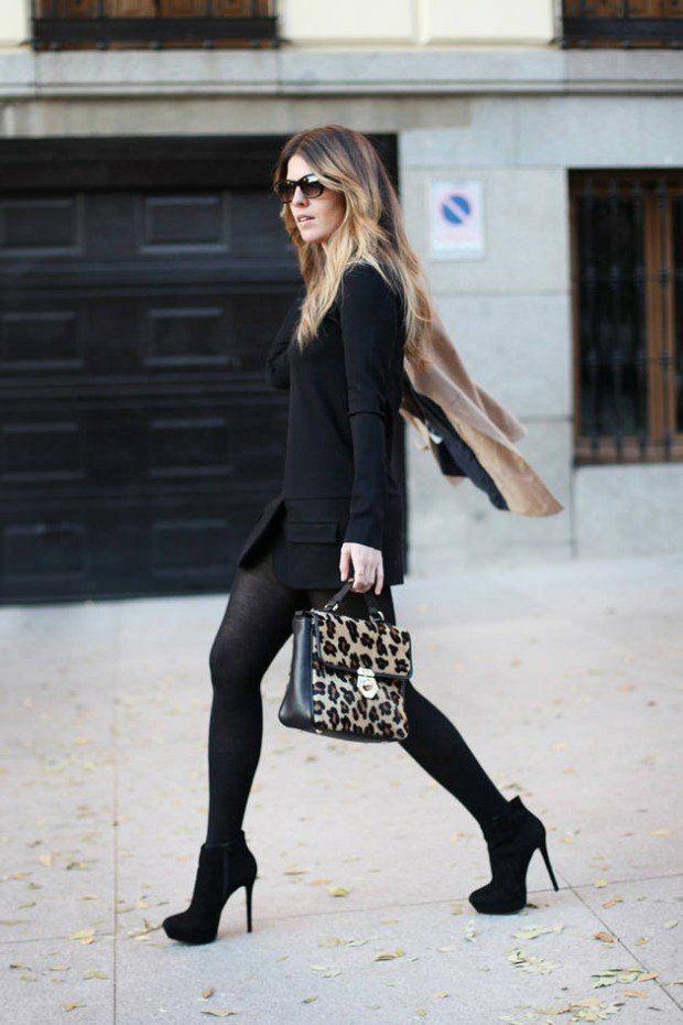 bottines noires portée avec une robe noire