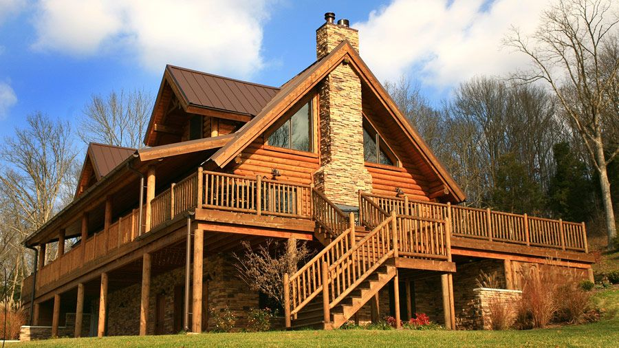 Wow The 1 1 2 Story Pembroke Log Home Has Big Glass Well Appointed Fireplace Area 3 Beds 2 Baths And Wrap Log Cabin Floor Plans Log Homes Log Home Designs