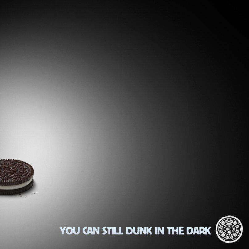 Super Bowl 2013 Bonus Oreo S Social Media Ad During The Blackout On A Final Note The Brand That Scored The Most Poi Super Bowl Social Media Advertising Oreo