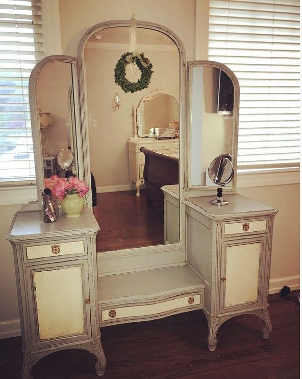 1920s French Style Antique Vanity French Antique Vanity French