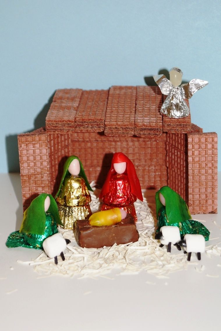 Nativity scene made of candy diy instructions here great nativity scene made of candy diy instructions here great christmas craft to do with solutioingenieria Choice Image
