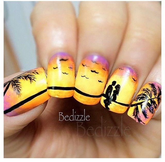 Beach nails, so pretty #sunsandsea
