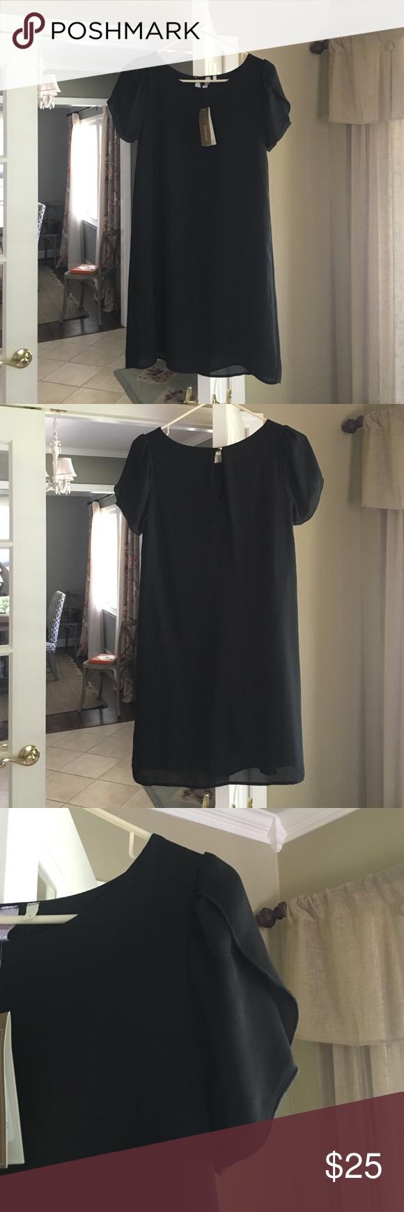 Francesca's black shift dress Black shift dress, key hole back closure, flattering sleeves! Never been worn! Francesca's Collections Dresses Mini
