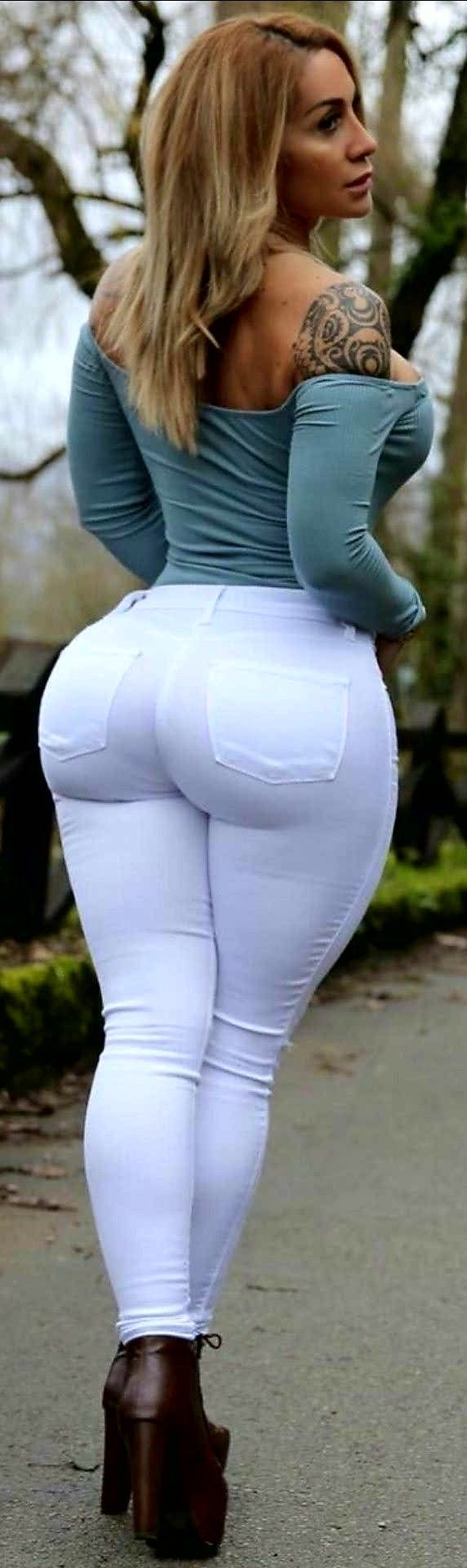 hot-milf-in-white-jeans