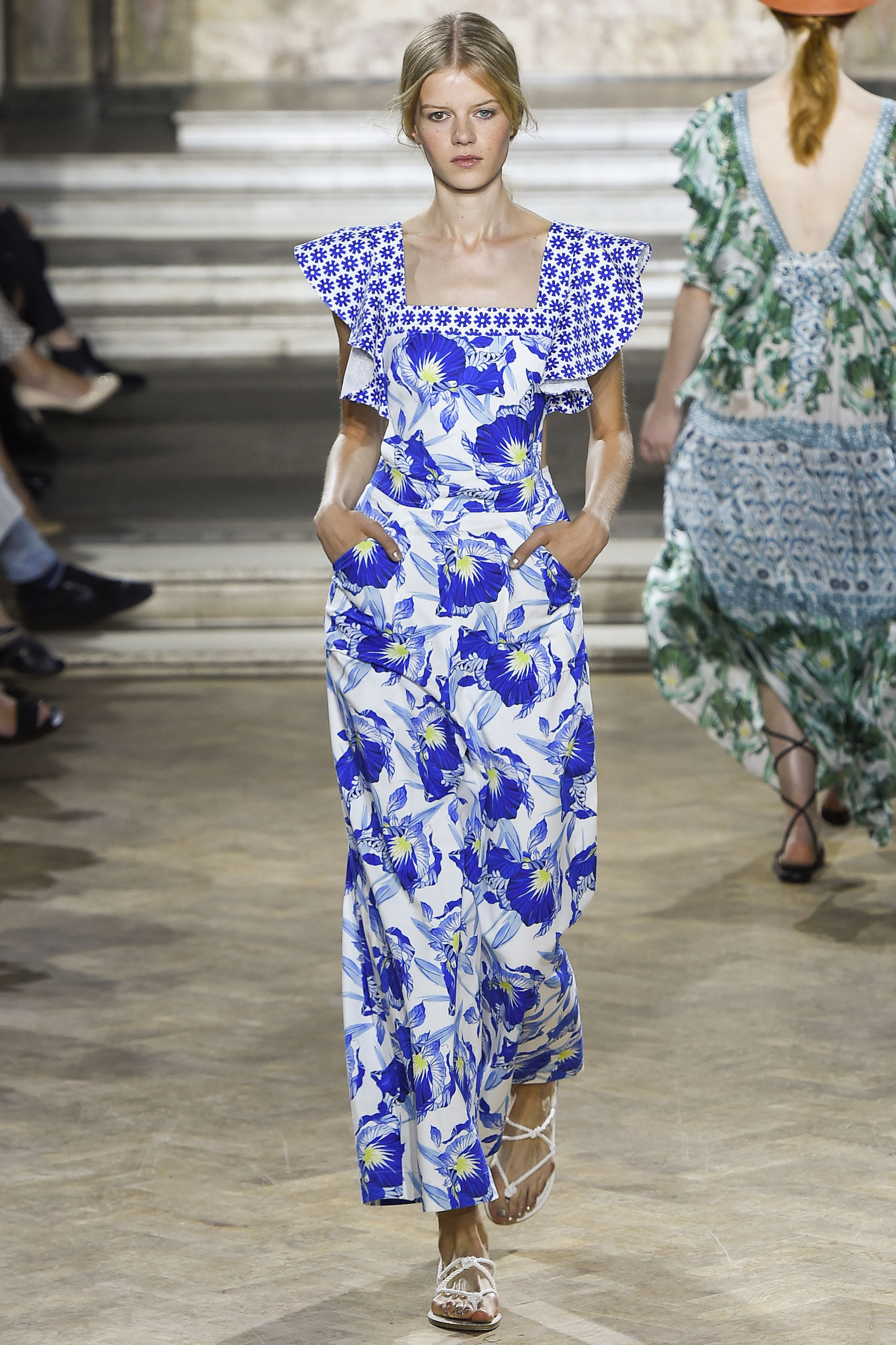 Temperley London Spring 2016 Ready-to-Wear Collection Photos - Vogue  http://www.vogue.com/fashion-shows/spring-2016-ready-to-wear/temperley-london/slideshow/collection#9