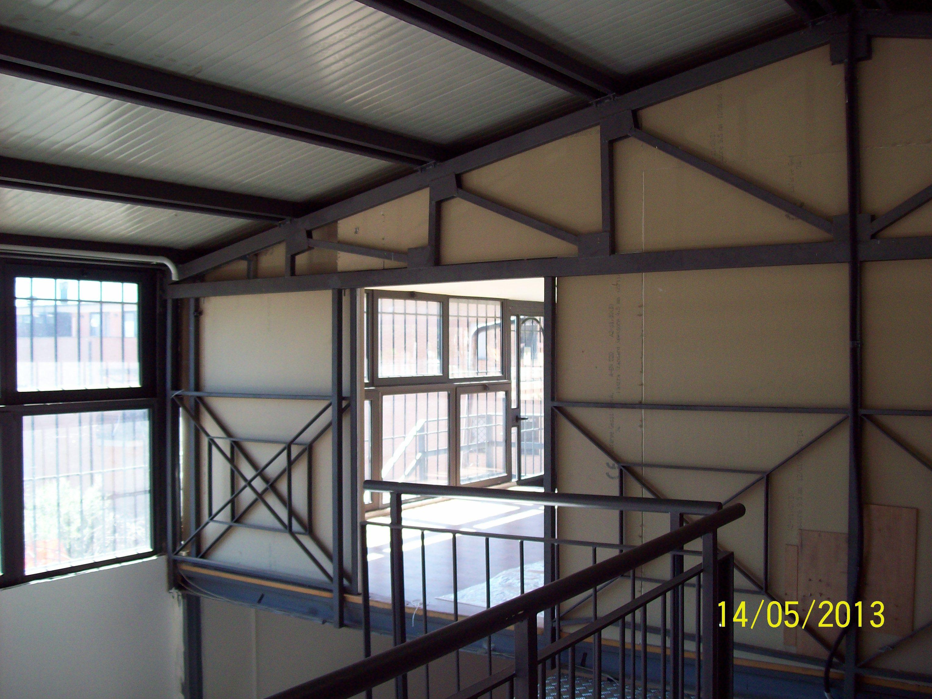 loft capriate in tubolare a sostegno tetto coibentato in