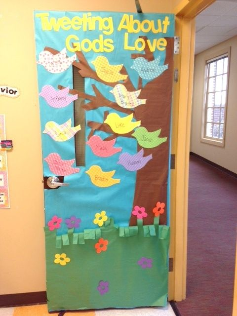 Tweeting about gods love door decoration idea sunday for Porte decorate scuola