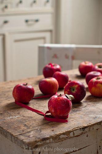 mele rosse - red apples by Laura Adani, via Flickr