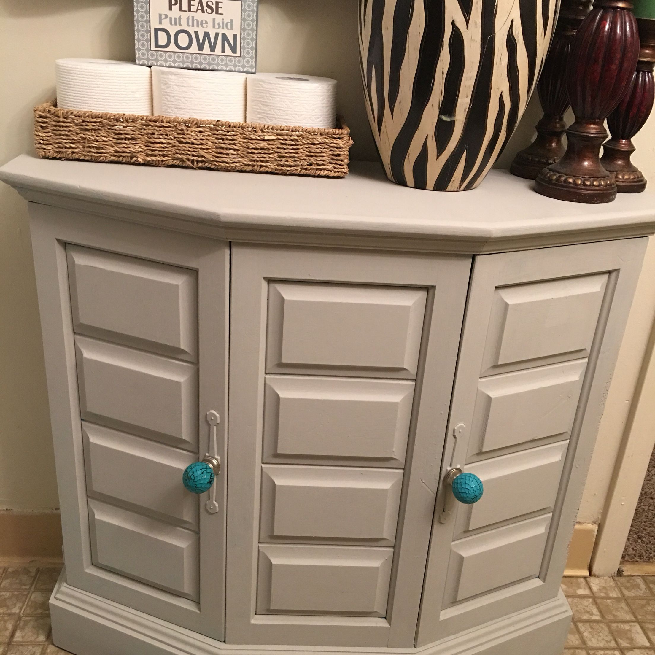 Chalk Paint Vs Enamel For Kitchen Cabinets: Painted Cabinet With Americana Decor Chalk Paint In Color