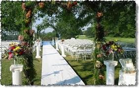 love the idea of a garden wedding..saves cost on flowers and is naturally beautiful