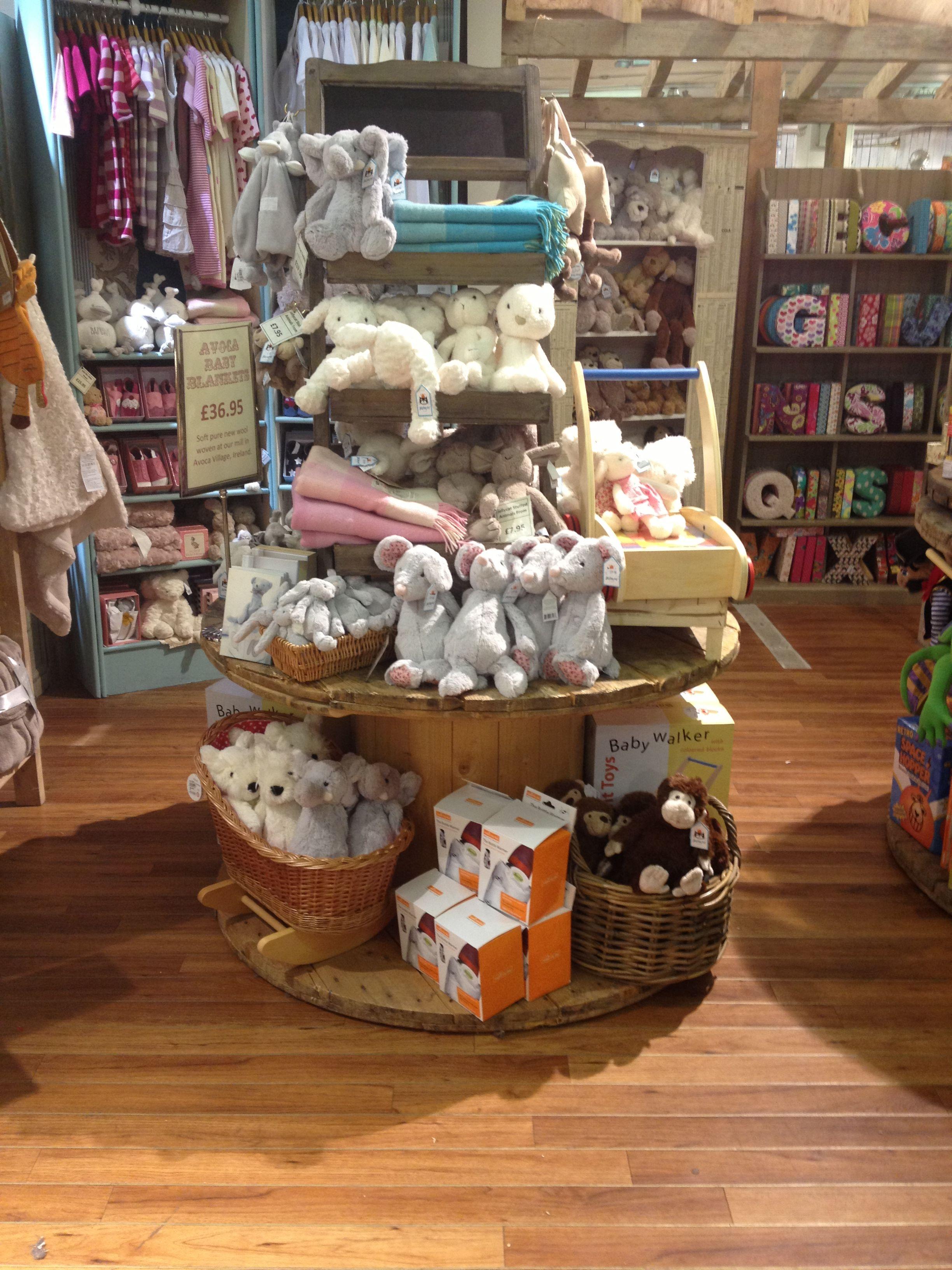 Display Idea Gift Shop Displays Christmas Shop Displays Boutique Display