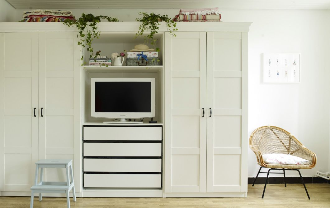 Yvonnes Wardrobe With Built In TV Cove Shelves And Drawers Is The Perfect Dual Solution