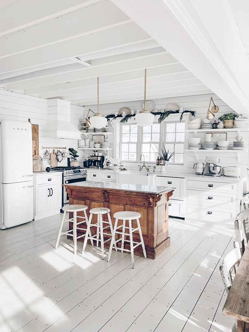 Fun Ideas To Accesorize Your Kitchen With Farmhouse Style Quick easy and budget friendly ideas to add charm and Farmhouse Style to your Kitchen