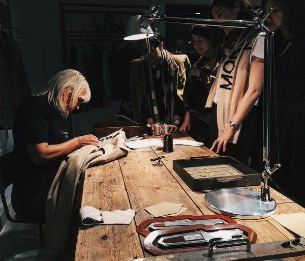 DAY DREAMER - This wonderful image from Burberry opens a door into a Wonderland: the land where Burberry produces it´s trenchcoats. Burberry presenting: Burberry Artisans - burberry3.jpg (600×513)