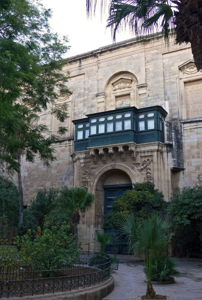 Sudika Il-Belt Grandmasters Palace inner courtyard.jpg