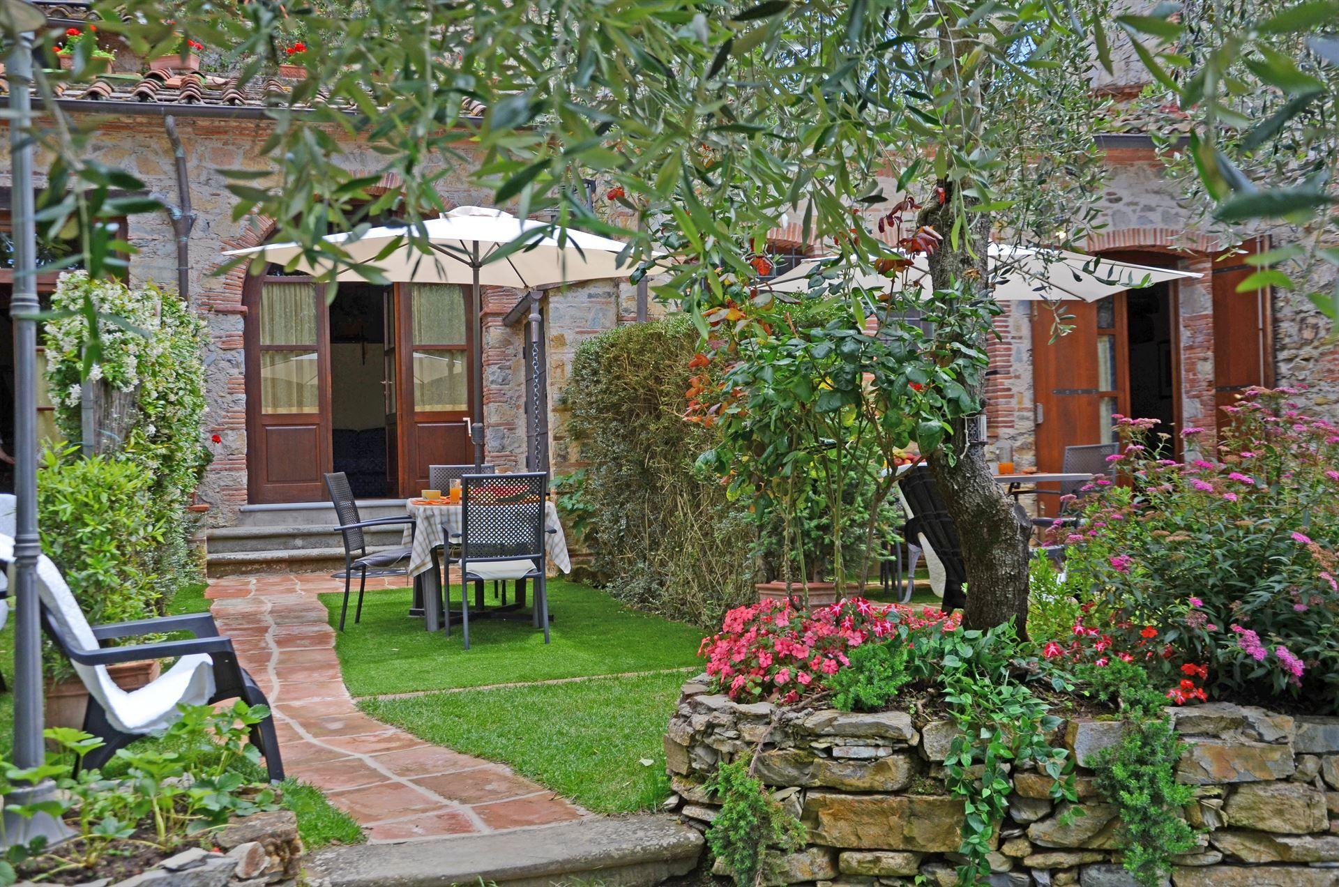 Ferienhaus Francesca 2 Villa Ricetro Toskana Urlaub In Montemagno Camaiore Lucca Toskana Italien Mit Bildern Toskana Urlaub Terassenideen Outdoor Dekorationen