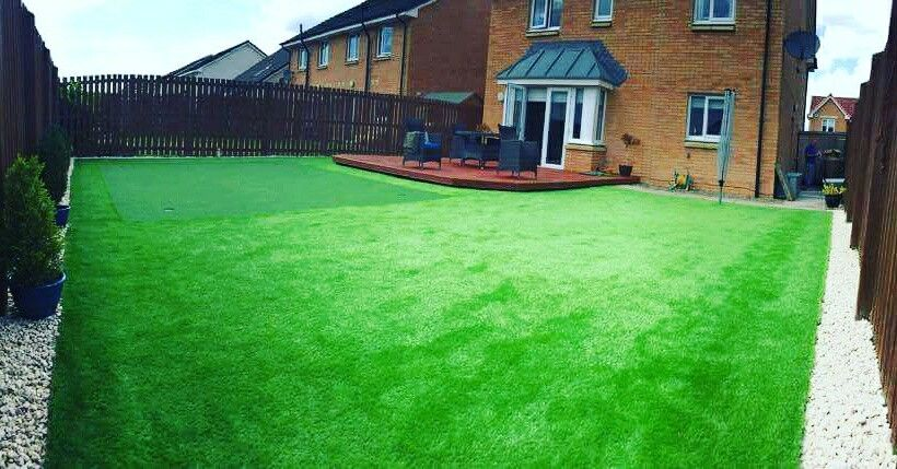 A Big Lawn Putting Green In Artificial Grass Makes It Perfect For