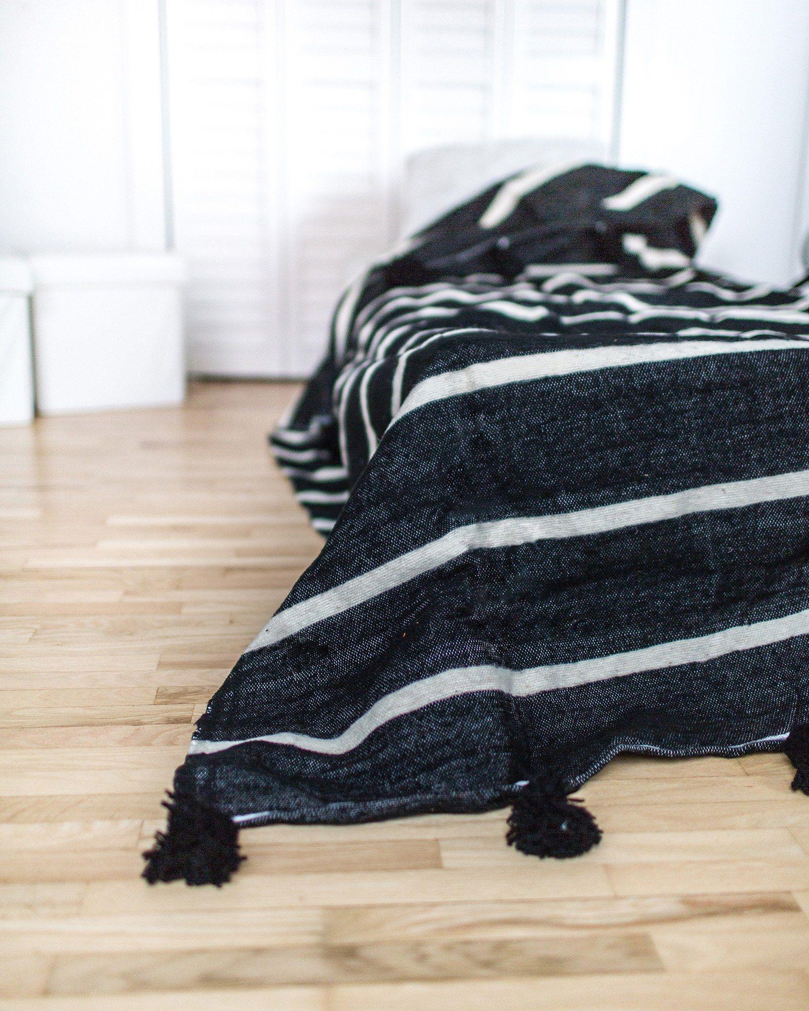 Pom Pom Blanket, Black and White