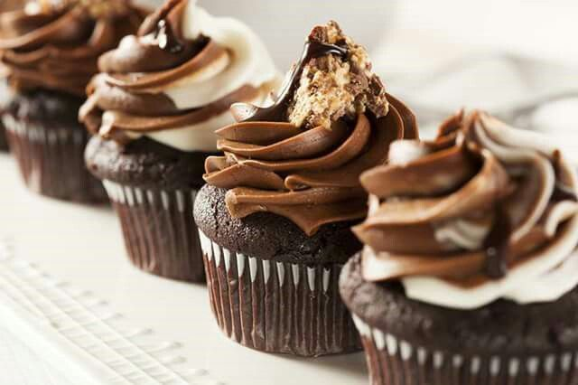 Anna Olson's chocolate cupcakes recipe http://elgourmet.com/receta/cup-cakes-de-chocolate