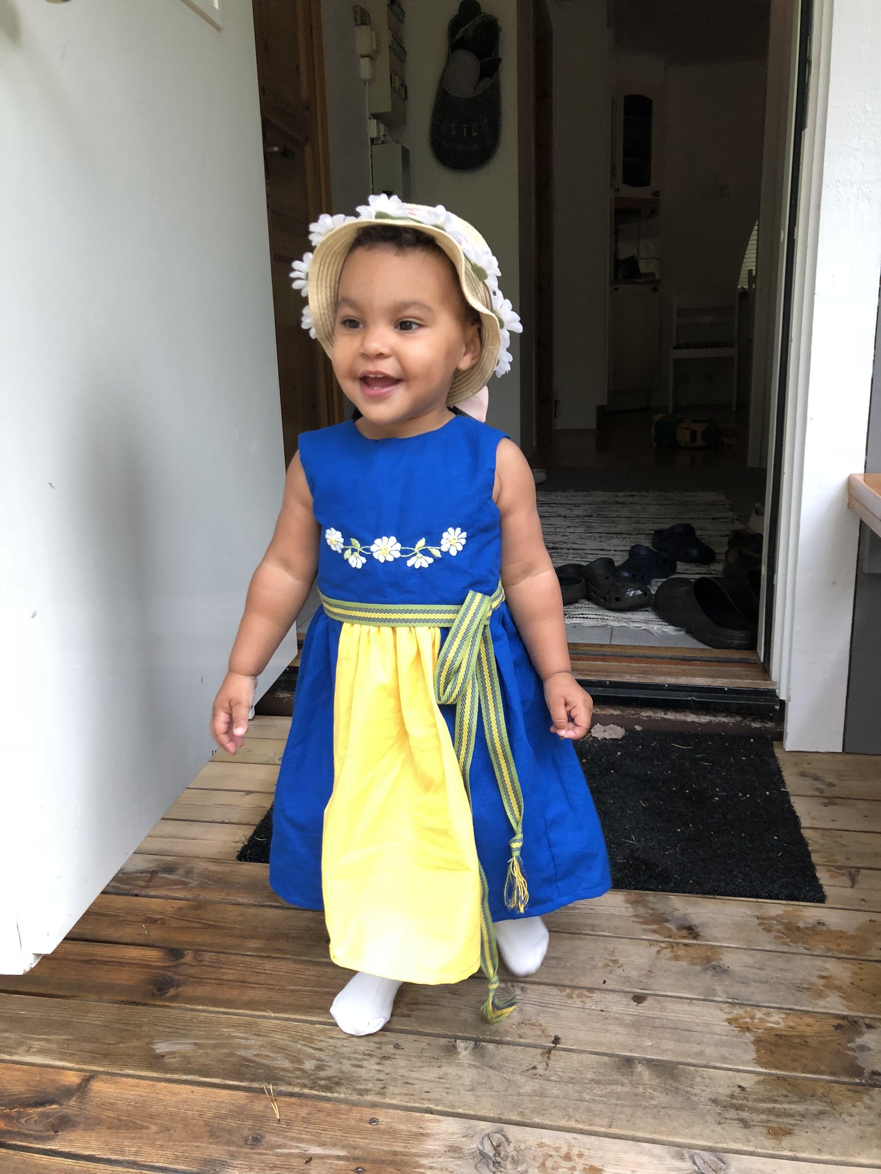 40f89605a54 Midsommar 2018, Diy Sverigeklänning, Sverigedräkt, Homemade swedish  traditional dress, national costume,