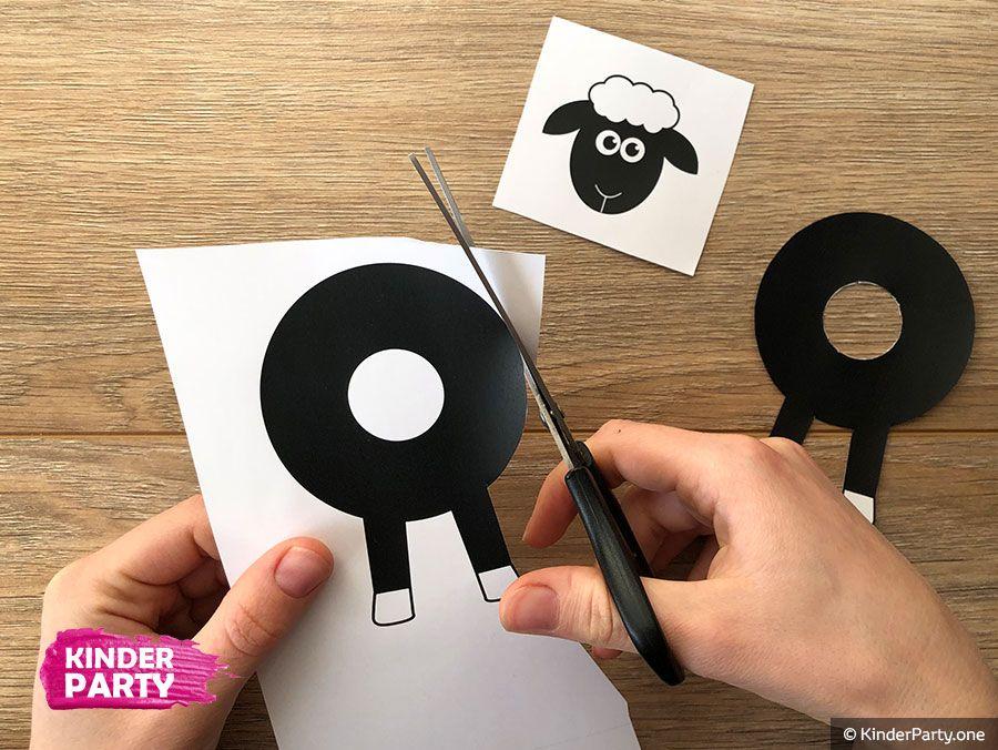 Schaf Basteln Papier Vorlage Zum Ausdrucken In 2020 Schafe Basteln Weihnachtszeit Basteln Basteln