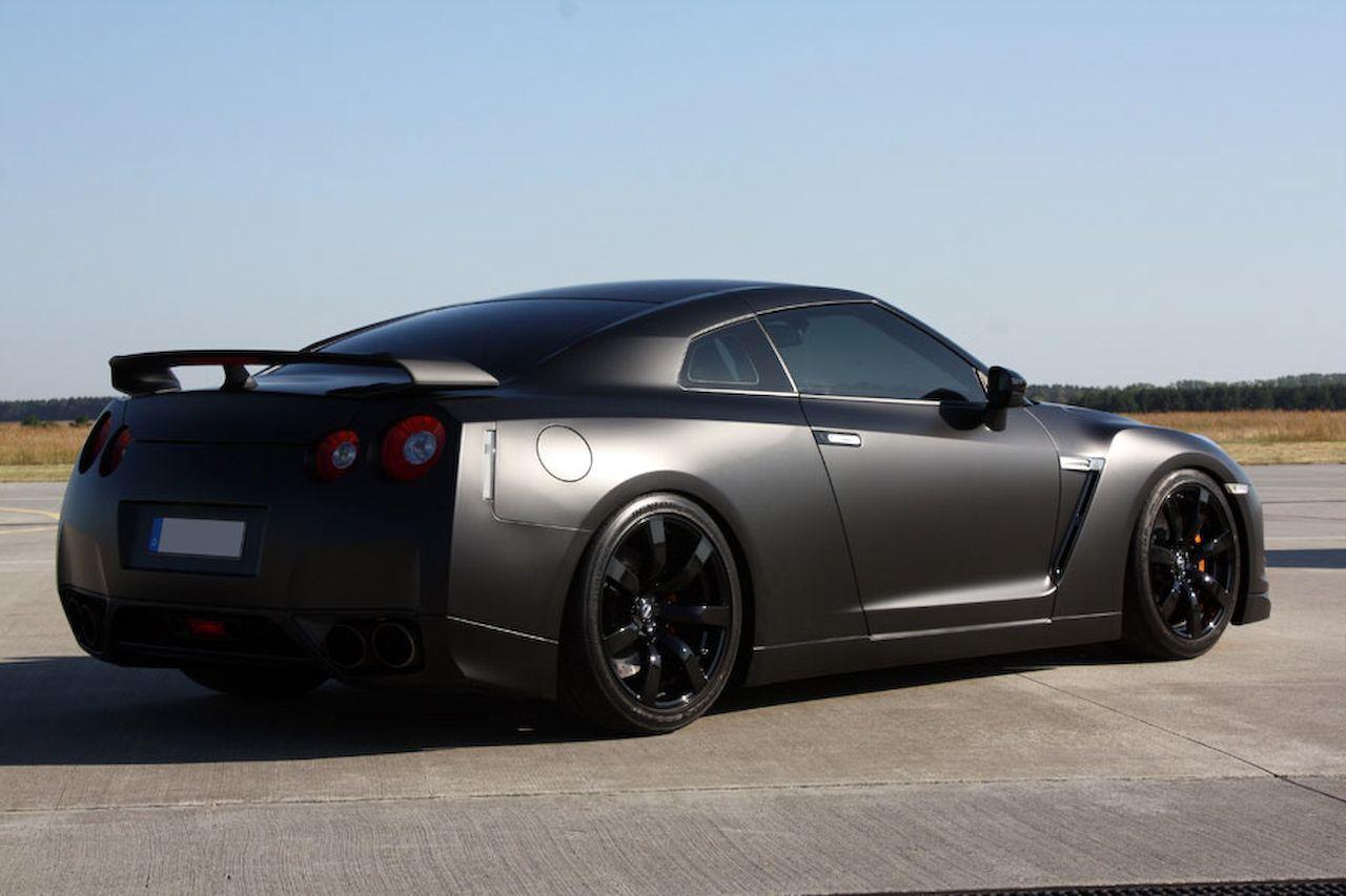 2014 Nissan GT R Black Edition Outperforms Ferrari California T