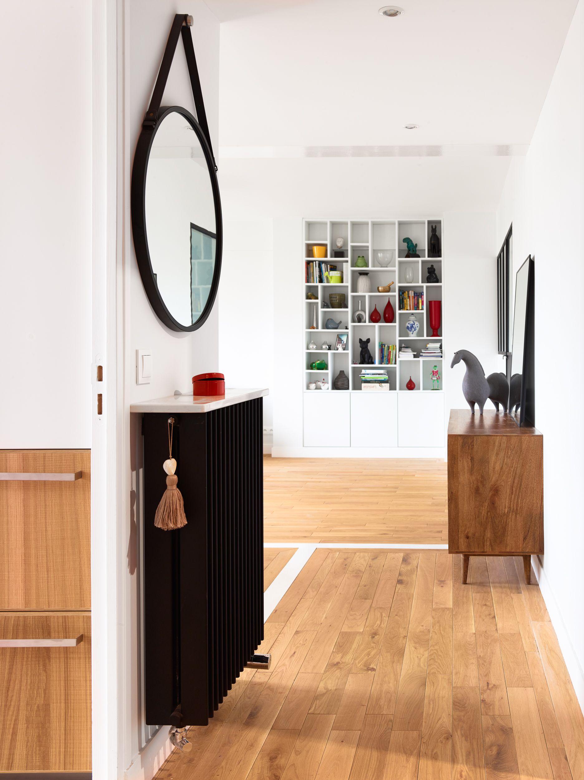 Dressing Sur Mesure Vincennes entrée ouverte sur le salon dans cet appartement à vincennes