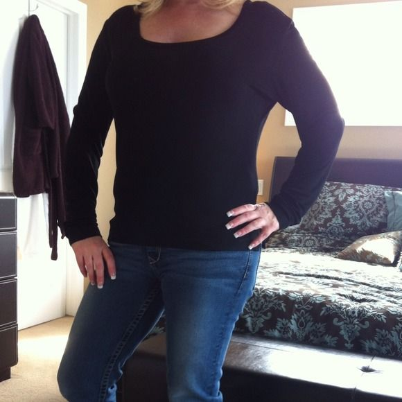 Chico's travelers. Long sleeve shirt. This is size 1 but fits more like a 2. Great condition. chico's Tops