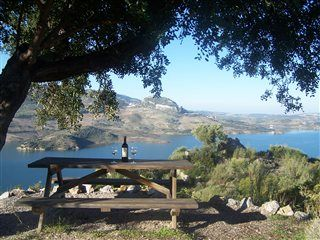 Må vi invitere på picnic? Ideelt frokoststed ved et lille landhus nær nationalparken #Grazalema - tæt på #Sevilla, #Ronda og #Marbella.