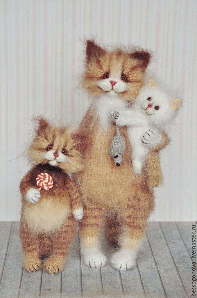 Вязанные кот и кошка