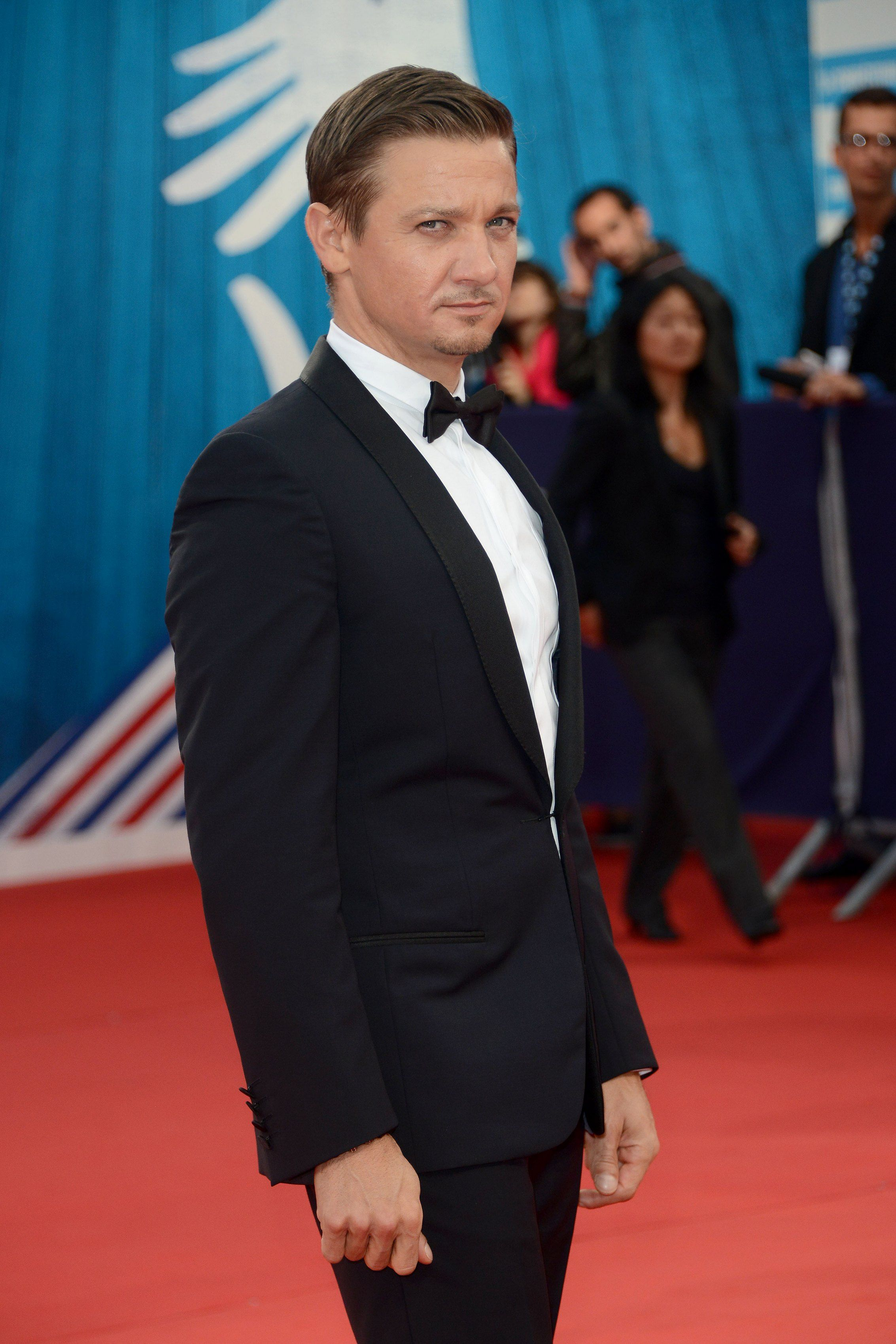 Roter Teppich Schauspieler Jeremy Renner Arrives For The Premiere Of The Film 39the