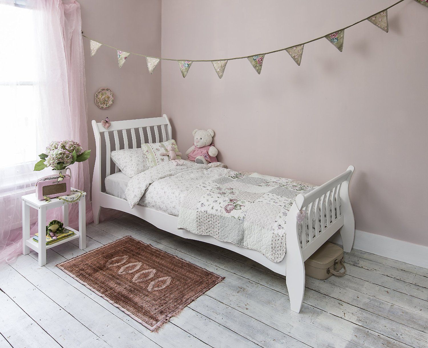 Best Single Bed In White 3Ft Single Sleigh Wooden Frame Astrid 640 x 480