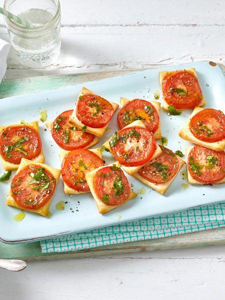 Tomaten-Blätterteig-Quadrate Rezept | LECKER