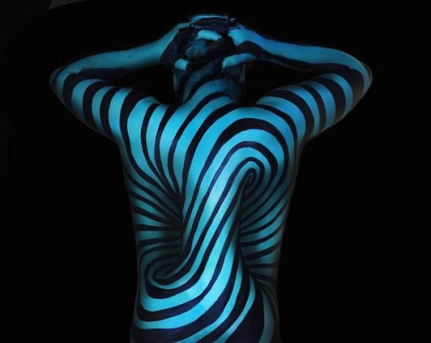 Mind Bending Body Art Turns Humans Into Living Optical Illusions Body Painting Artists Body Painting Body Art Painting