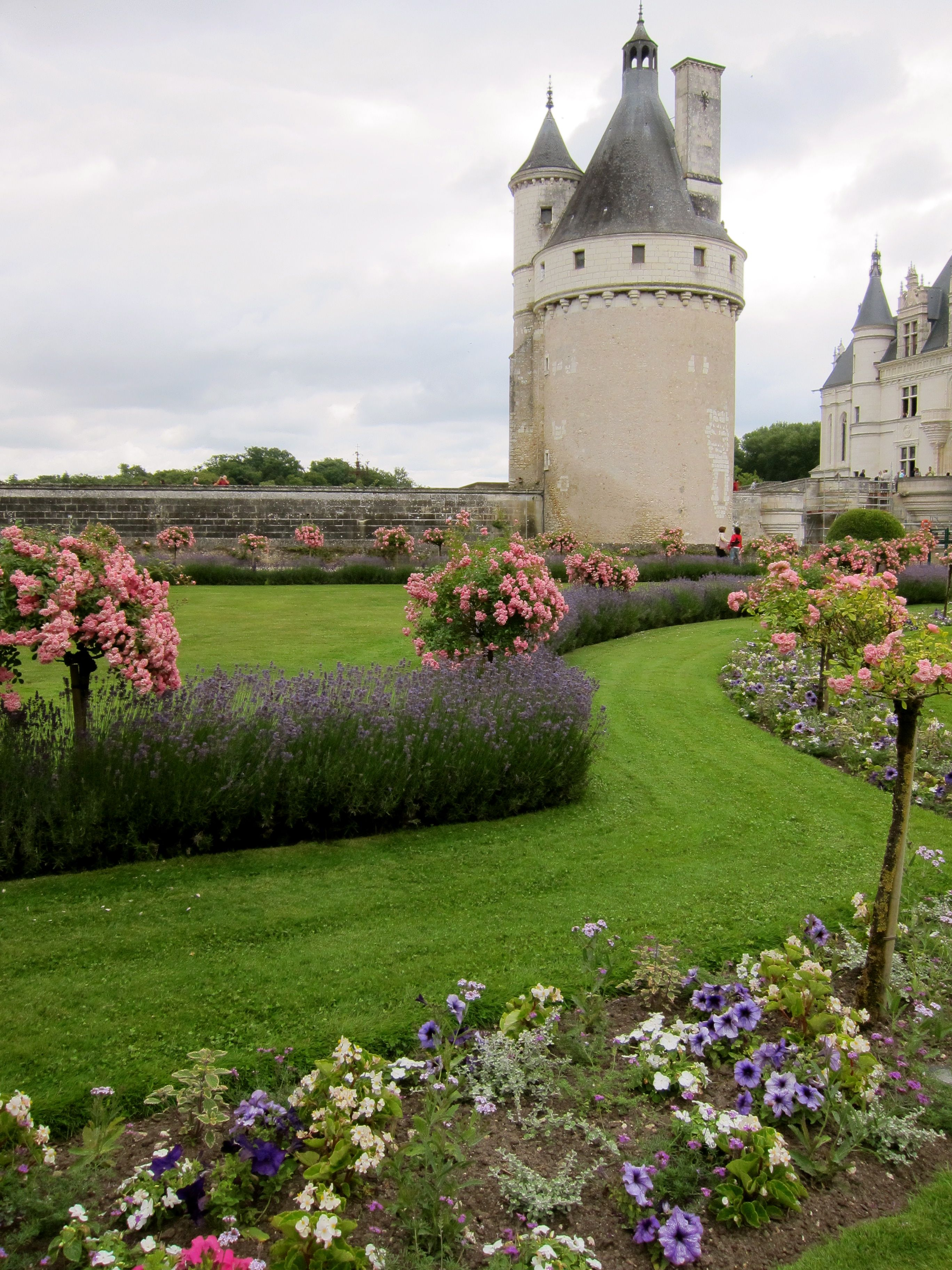 Chateau Traditional Formal Dining Room Furniture Set: Chateau De Chenonceau Gardens.....lavender And Rose