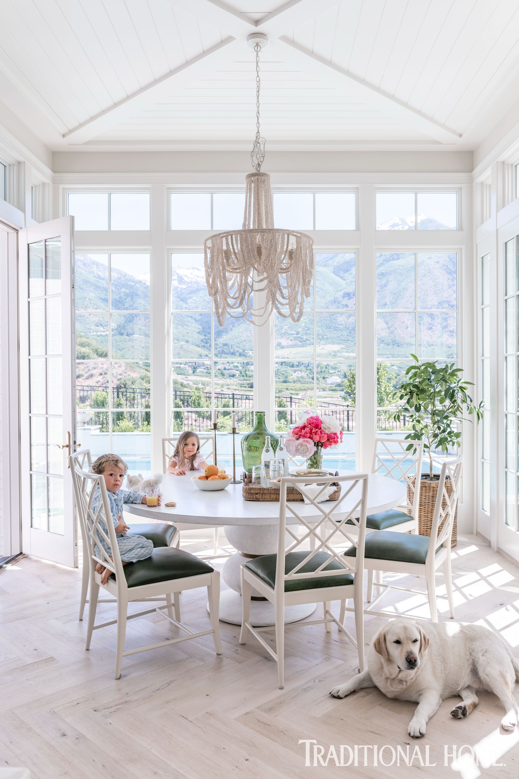 Best Inside The Home Of Rachel Parcell In 2020 White Kitchen 400 x 300