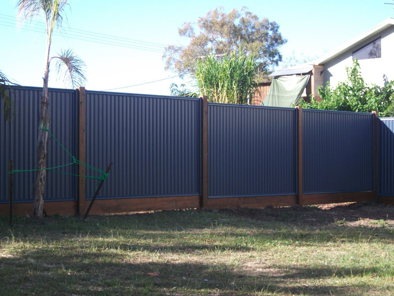 Colorbond Fencing Australia And Timber Post Sleepers Series Timber And Colorbond Looks Great The Natural Tones Of Front Fence Backyard Fences Fence Design