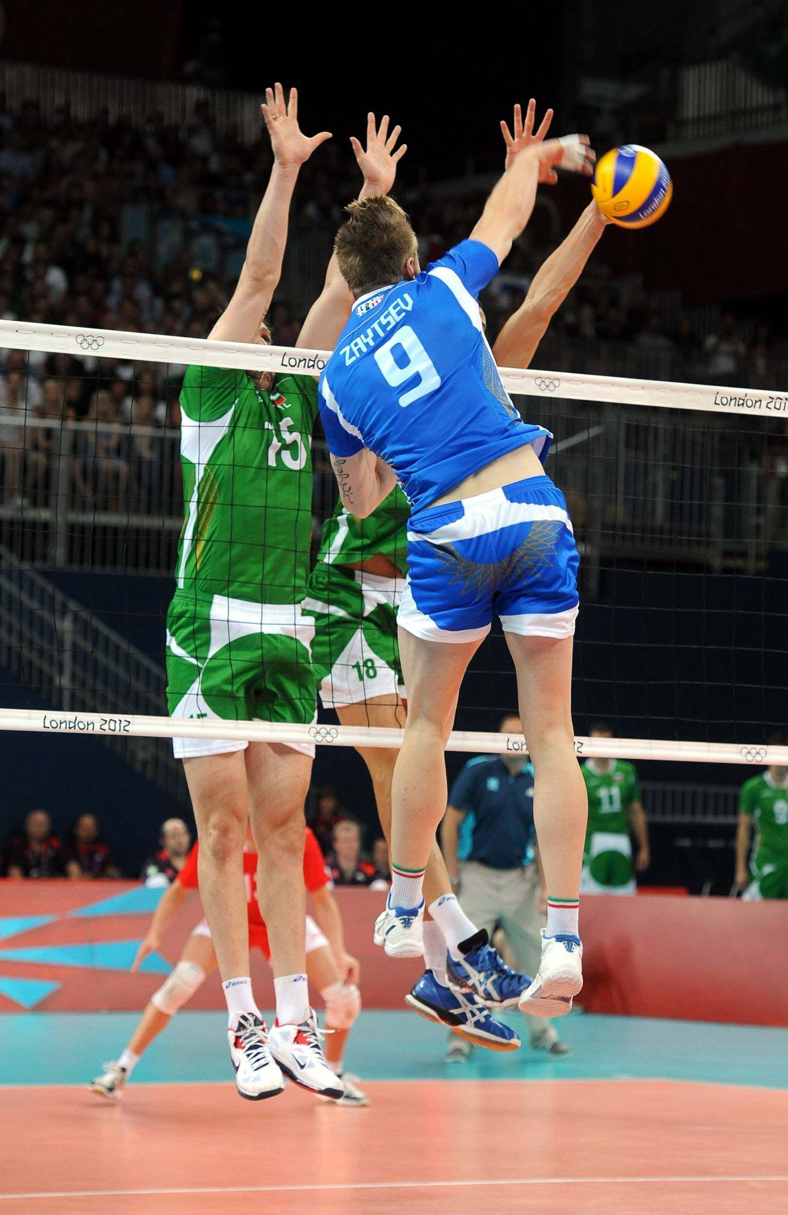Italy S Ivan Zaytsev Spikes In The Bronze Medal Match Against Bulgaria During The 2012 London Olympics Volleyball Wallpaper Volleyball Olympics