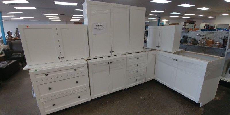 White Kitchen Cabinet Set Donated Through The Habitat For Humanity Kitchen Salvage Program The Ki Kitchen Set Cabinet White Kitchen Cabinets Kitchen Cabinets