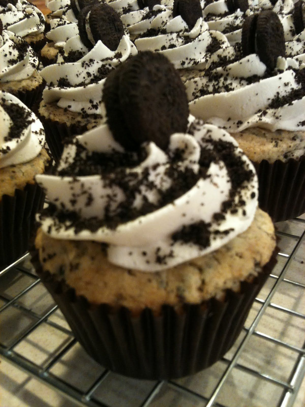 Frosted Oreo Cupcakes I made these super easy delicious I