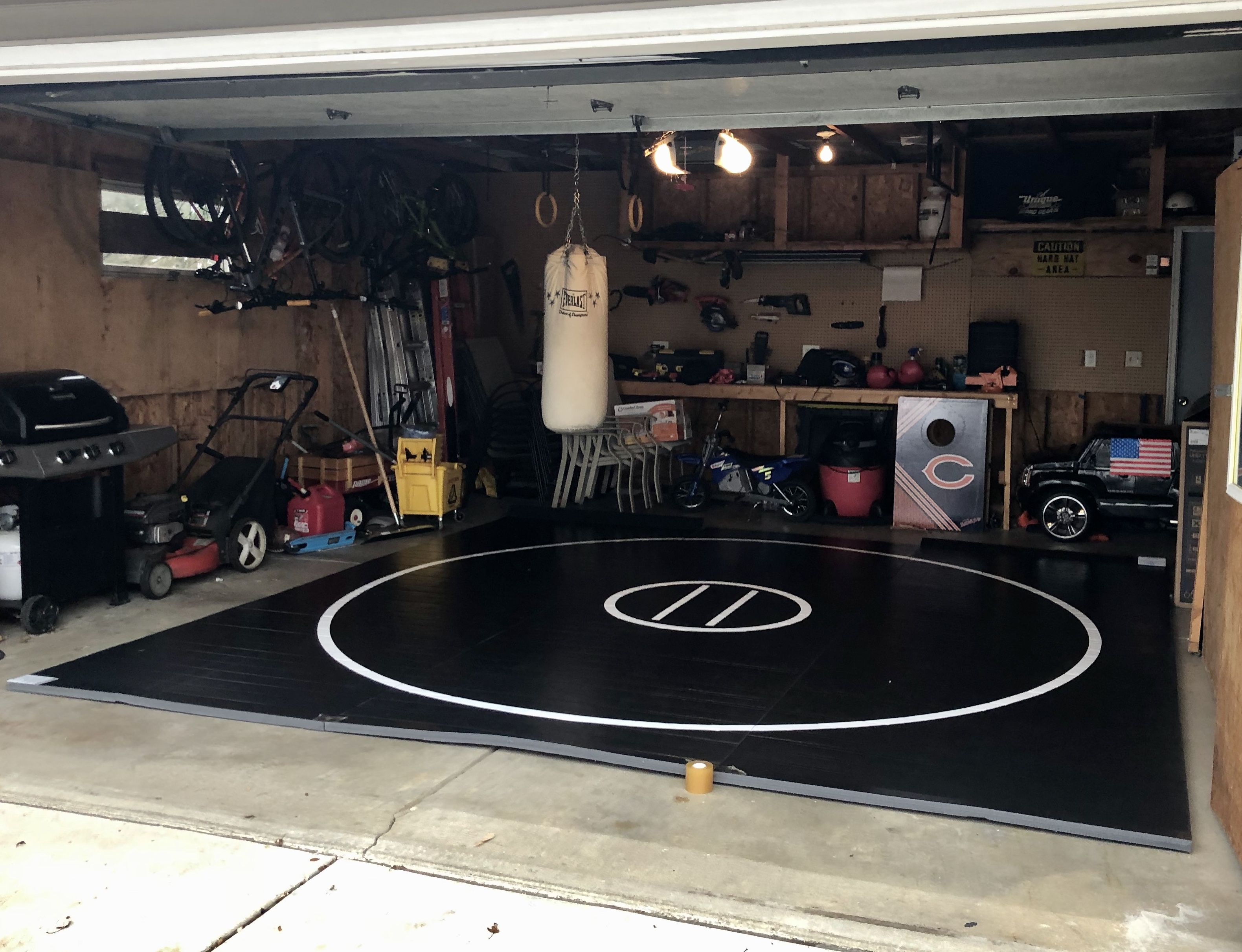12 X 12 X 1 3 8 Roll Up Wrestling Mat In 2020 Wrestling Mat Garage Gym At Home Gym
