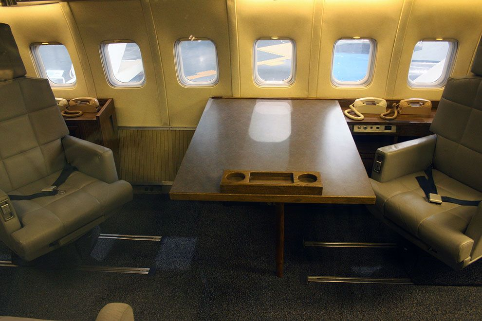 Air Force One Interior Designed By Raymond Loewy Air Force Air Force Ones United States Air Force