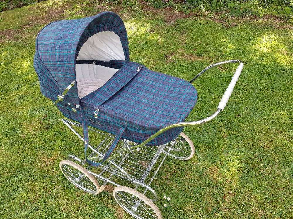 This classically styled pram from Silver Cross is perfect