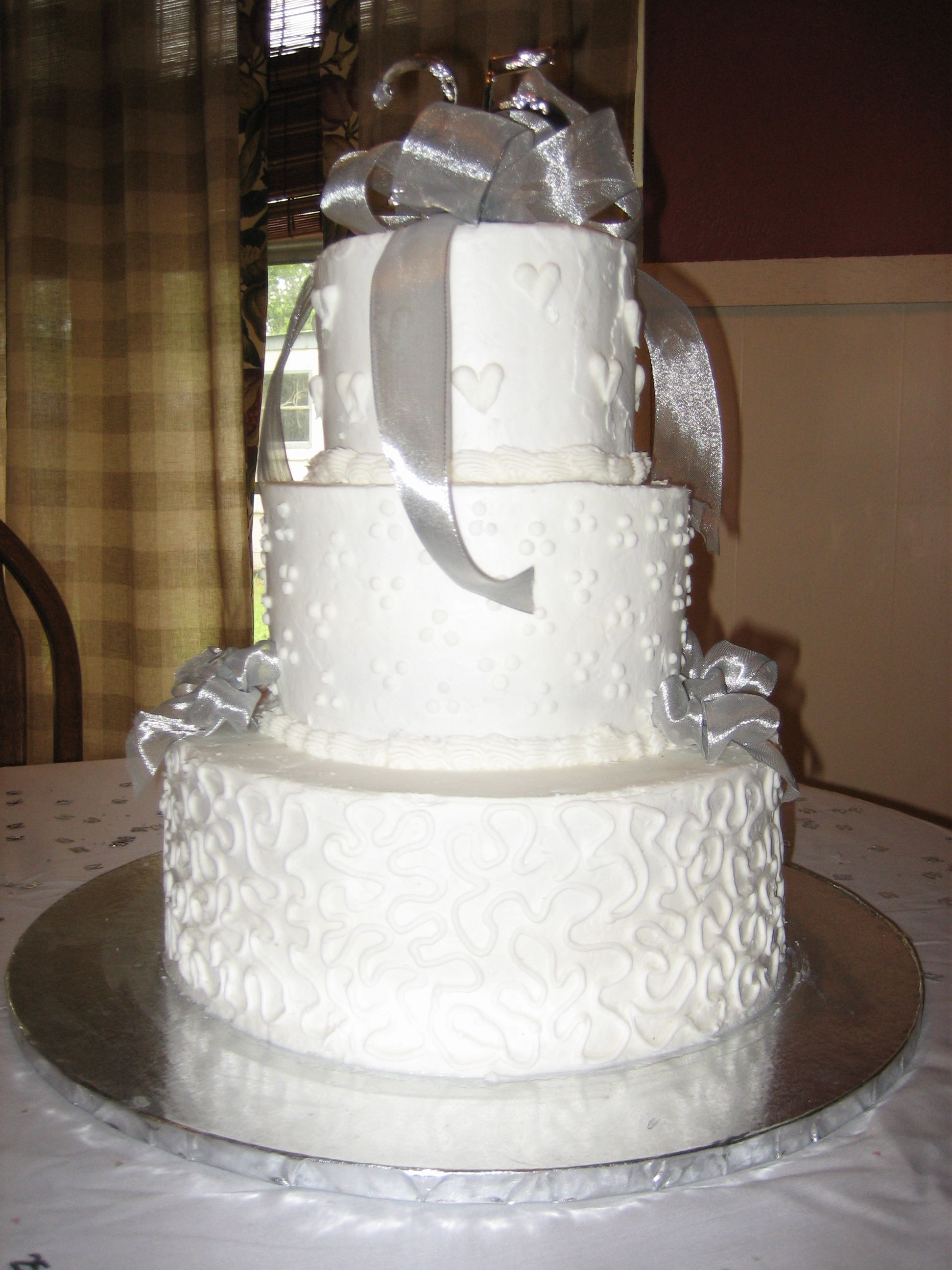 25th Wedding Anniversary Cake Love the hearts on the top layer ...