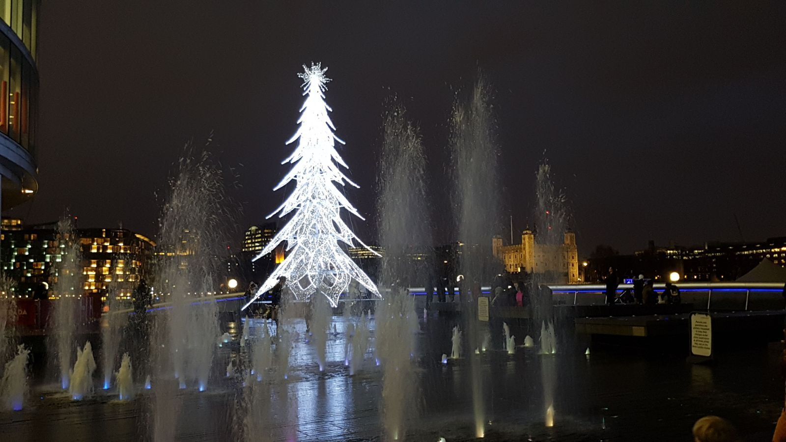 Tree Of Light At 4 More London Riverside #christmasinlondon  #londonchristmas #londonxmas #londonriviera