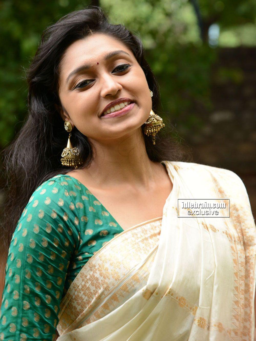 Sija Rose in Saree (With images) | Actress pics