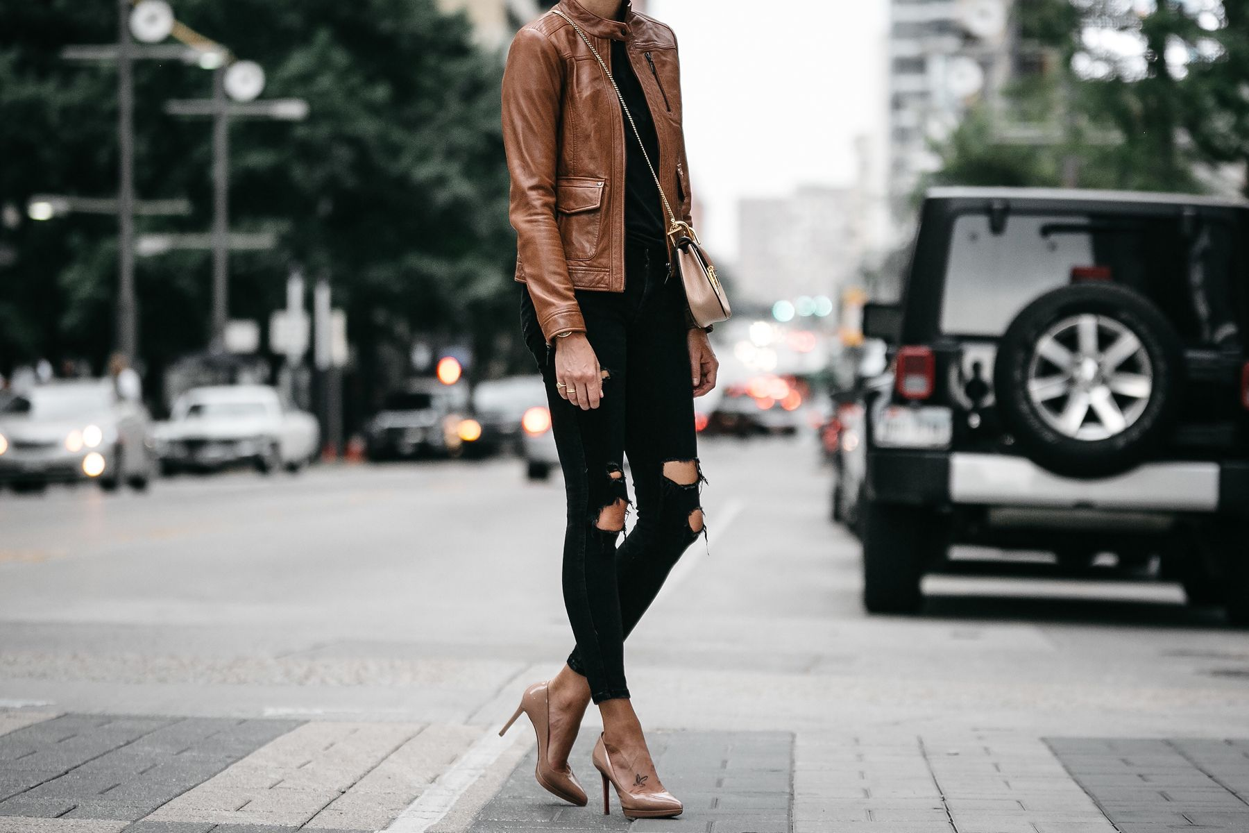 Tan Leather Moto Jacket Black Ripped Skinny Jeans Outfit Chloe Drew Handbag Christian Louboutin N Fashion Jackson Moto Jacket Outfit Leather Moto Jacket Outfit [ 1200 x 1800 Pixel ]